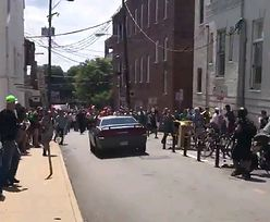 Samochód wjechał w tłum demonstrantów. Co najmniej jedna ofiara