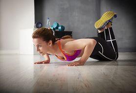 Zobacz, jak zrobić proste ćwiczenie pilates - push-up