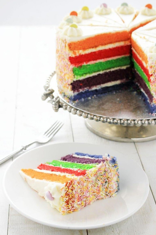 Tort tęczowy jest bardzo smaczny