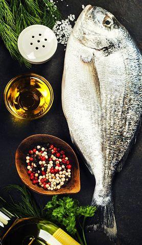 Częste jedzenie ryb i owoców morza chroni przed utratą słuchu