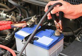 Problemy z akumulatorem - jak odpalić auto za pomocą kabli rozruchowych?