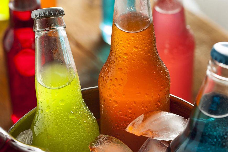 Napoje gazowane w połączeniu ze słodkimi deserami czy kawą są niebezpieczne dla zdrowia