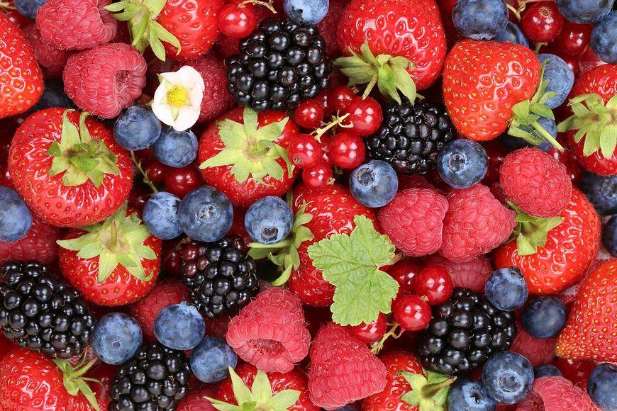 Bogactwem kolagenu są także maliny, truskawki i borówki