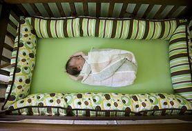 Naukowcy ostrzegają: ochraniacze na łóżeczko są niebezpieczne