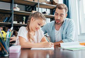 Jak skutecznie pomagać dziecku w nauce? Kilka podpowiedzi nie tylko na czas pandemii