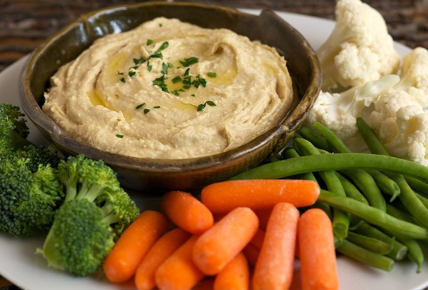 Kolacja: hummus ze świeżymi warzywami