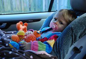 Jak przetrwać długą podróż samochodem z dzieckiem? Przeczytaj, zanim wyruszycie
