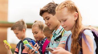 Szyja smartfonowa - nowe zjawisko wśród dzieci