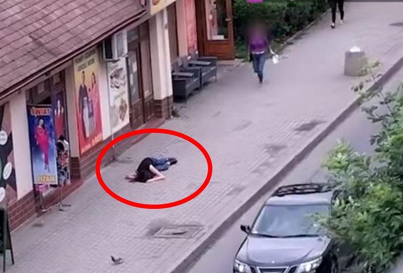 Zemdlała na ulicy. Reakcja ludzi wprawiła w osłupienie