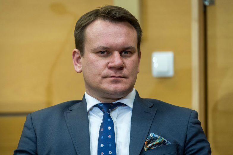 Dominik Tarczyński wyznał, że jego rodzicom grożono śmiercią