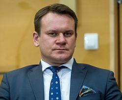 """Opluto ojca Dominika Tarczyńskiego. """"To dzieje się, odkąd zostałem posłem"""""""