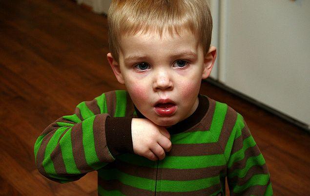 Silny kaszel u niemowląt i dzieci