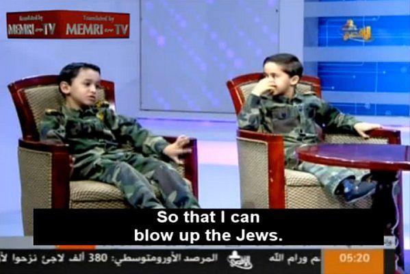 Palestyński chłopiec chce wysadzić Żydów w powietrze.