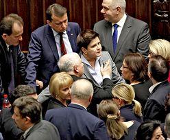 Nagrody w kancelarii premiera, 17 osób podzieliło się milionem złotych. PiS zastosowało sztuczkę księgową