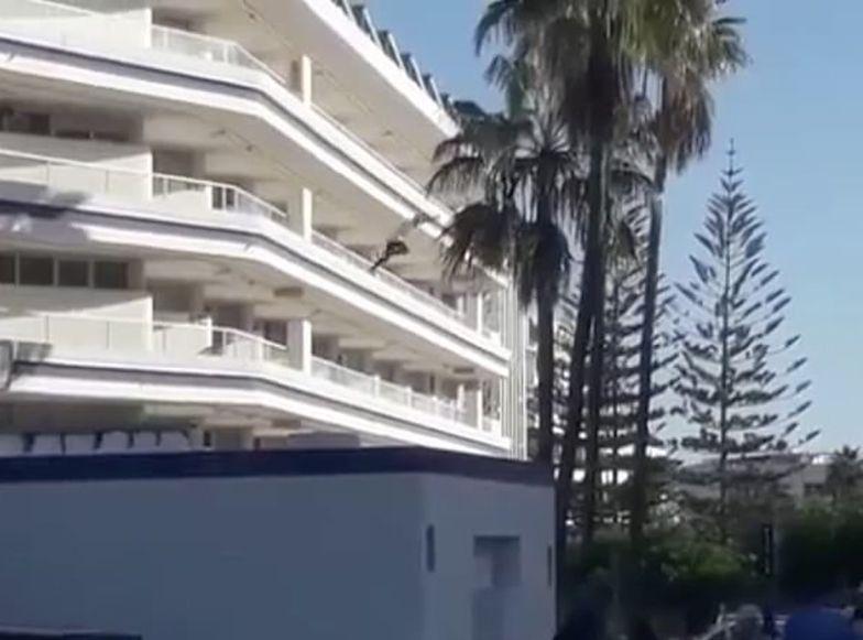 Turysta pod wpływem narkotyków skoczył z 4. piętra na Wyspach Kanaryjskich