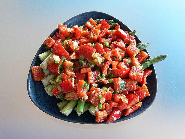 Kolorowa warzywna sałatka