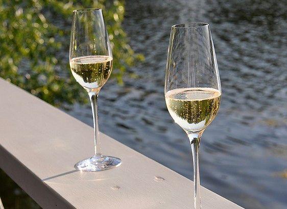 Bezalkoholowy szampan