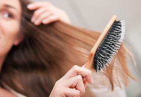 Martwią cię wypadające włosy po urodzeniu dziecka? Sprawdź, jak je wzmocnić