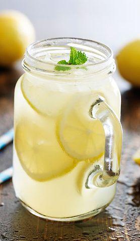 Prosta i orzeźwiająca lemoniada bez dodatku cukru