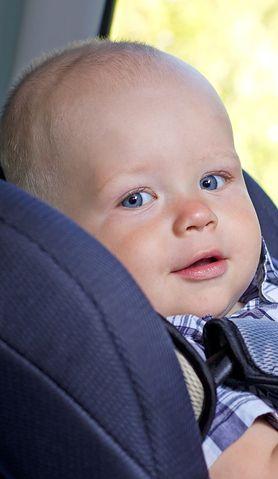 Zobacz 4 błędy, które popełniasz, wożąc dziecko samochodem