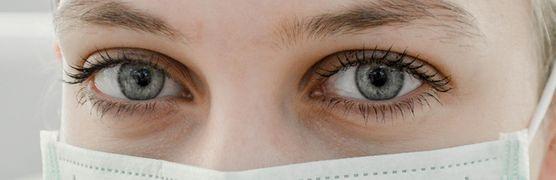 Koronawirus wnika także przez oczy. Zadbaj o ich bezpieczeństwo