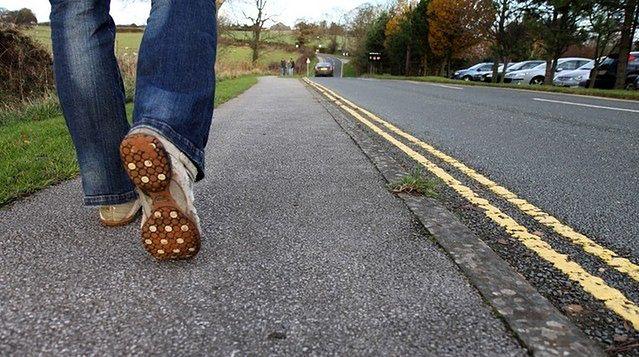 Chodzenie w przypadku urazu kostki
