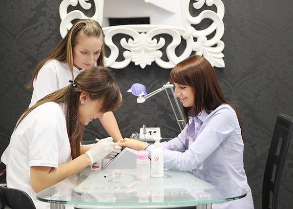 Wykonanie manicure