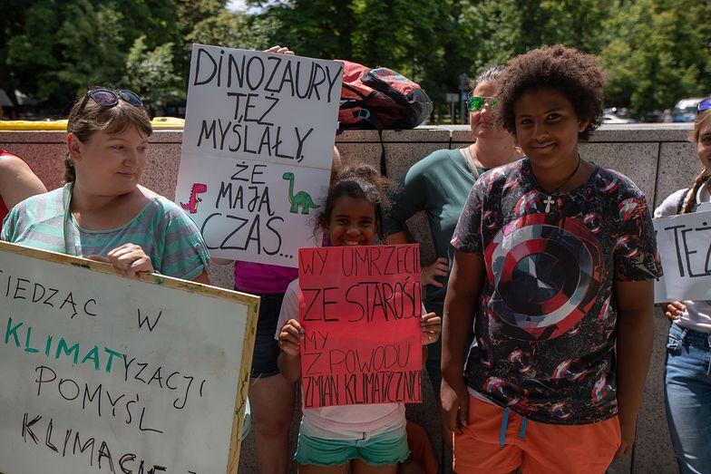 Młodzieżowy Strajk Klimatyczny, który działa także w Polsce, został zainspirowany przez działania 16-letniej Szwedki.