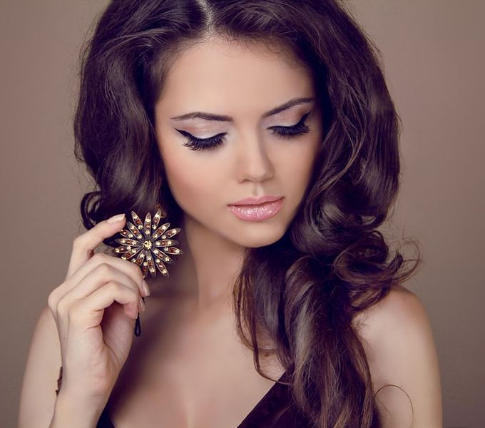 Korygowanie mankamentów urody makijażem