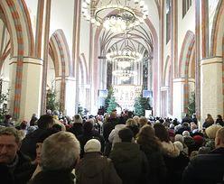 Koszalin. Tłumy na mszy w intencji 15-latek. Wzruszające słowa biskupa