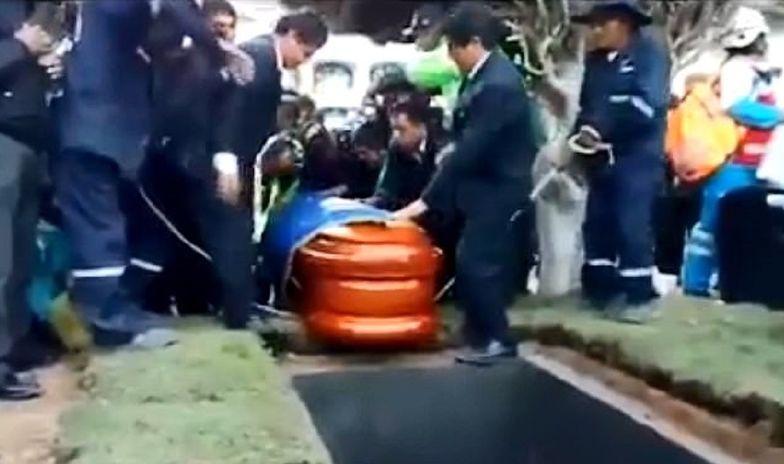 Szok podczas pogrzebu burmistrza. Żałobnicy krzyczeli z przerażenia