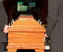 Ludzie muszą się zapożyczać, by zapłacić za miejsce na cmentarzu. Skarżą się i zapowiadają protest przed Kurią