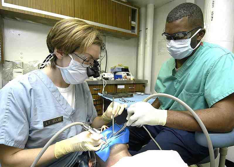 Przebieg zabiegu ekstrakcji zęba