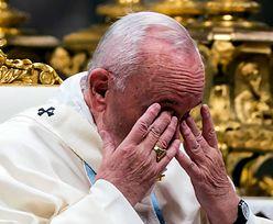 Papież uderzył kobietę w dłoń. Ks. Wojciech Lemański komentuje