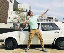 """Filip Chajzer chwali się """"nowym"""" samochodem. Kupił swojego rówieśnika"""