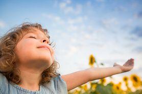 Dzieci również mogą mieć migrenę. Czy wiesz, jak im pomóc?