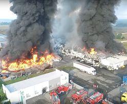 Pożar w Myszkowie. Płonie zakład przerobu odpadów. Zawalił się dach hali