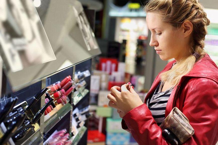 Pomoc pracownika drogerii kosmetycznej