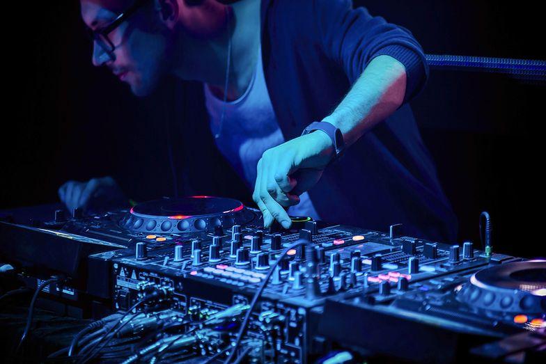 Być DJ-em. Praca jak w korporacji, czy spełnienie marzeń?